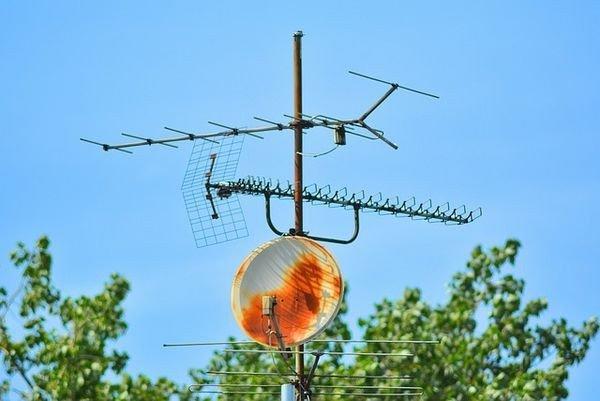 Законопроект предлагает обязать операторов предоставлять бесплатное спутниковое телевидение в удалённые регионы