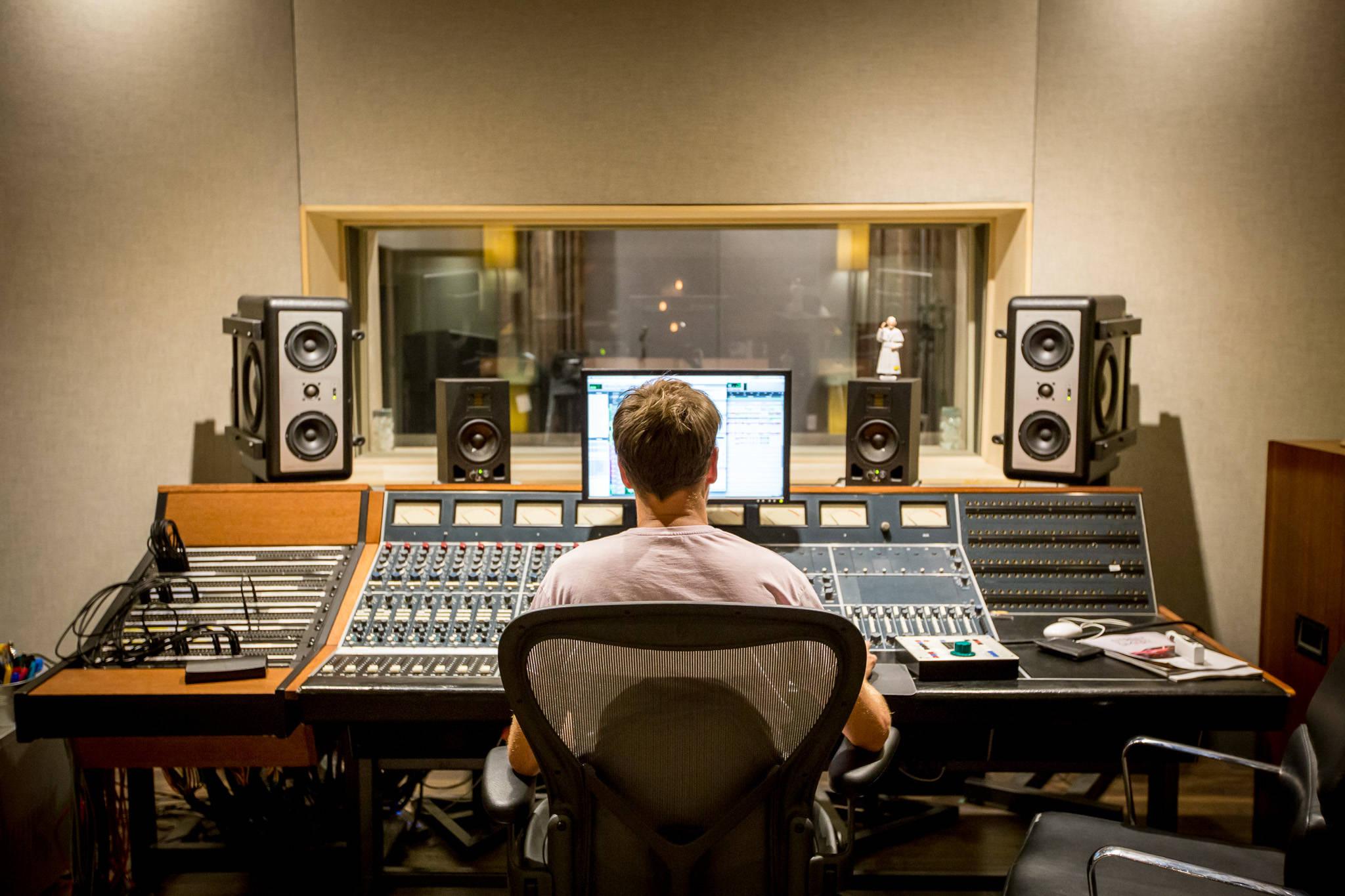 Vivendi готовится продать Universal Music Group