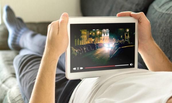 Начало трансляции телеканалов в интернете через «Витрину ТВ» отложено до апреля